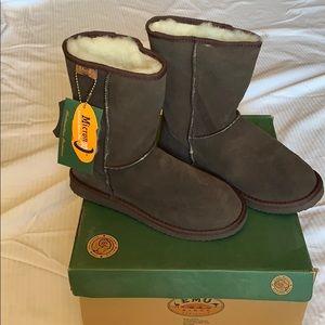 Emu ridge sheepskin boots new with box never worn